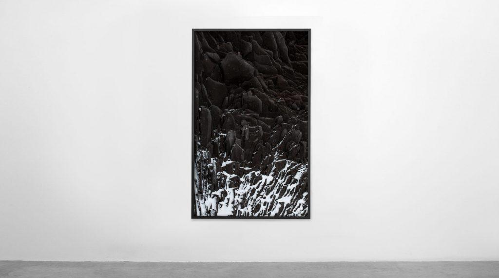 Suðurland nº9 – Islandiya, Insel der Zeit, 2020 – Photograph – Archival pigment print on cotton paper, 175 x 110 cm