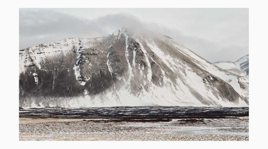 Vesturland nº8 – Islandiya, Insel der Zeit, 2020 – Photograph – Pigment print on cotton paper, 50 x 70 cm