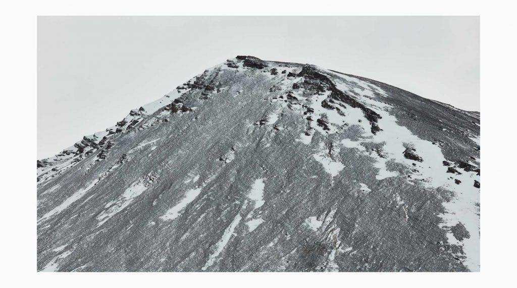 Vesturland nº7– Islandiya, Insel der Zeit, 2020 – Photograph – Pigment print on cotton paper, 50 x 70 cm