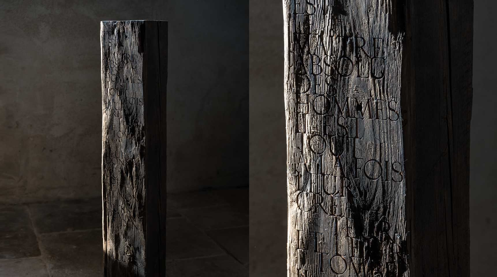 Monolith – Quote from William Shakespeare, 2019 – Hundred year old cedar wood with engraved lettering,111,8 x 18,5 x 18,6 cm